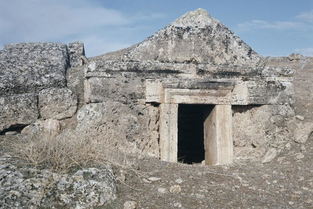Археологи намагаються розгадати таємницю непояснених смертей біля порталу в «пекло»