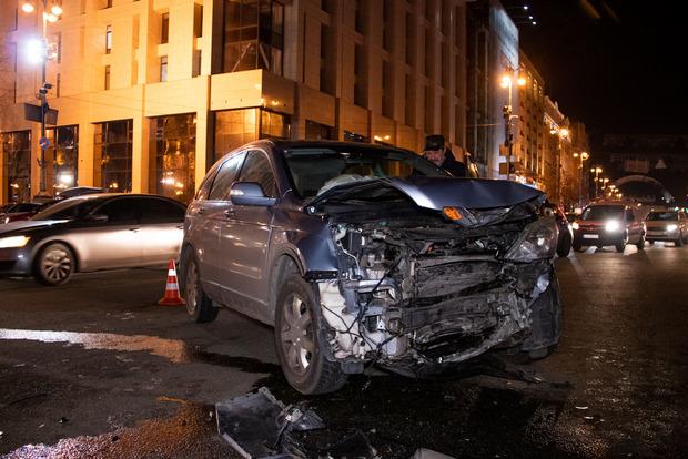 Масштабна ДТП в центрі Києва: зіткнулися відразу 6 авто