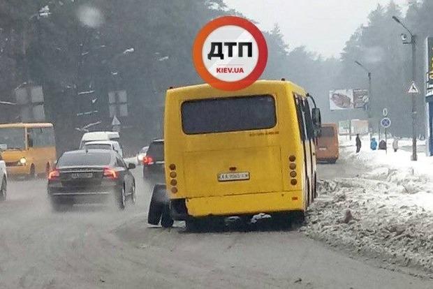У Києві на повному ходу розвалилася маршрутка