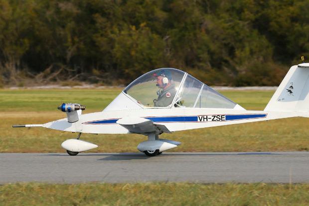 Француз вручную сложил самый мелкий в мире реактивный самолет