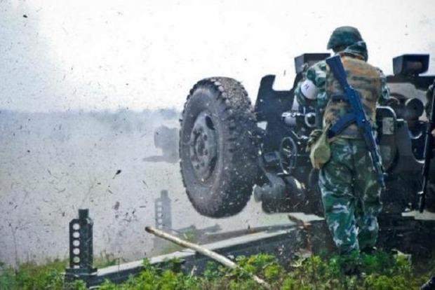 На Донбасі бойовики били з артилерії: загинув військовий