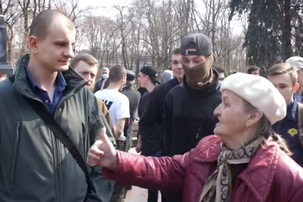 Киевлянка перед патриотами признавалась в любви Путину и Захарченко