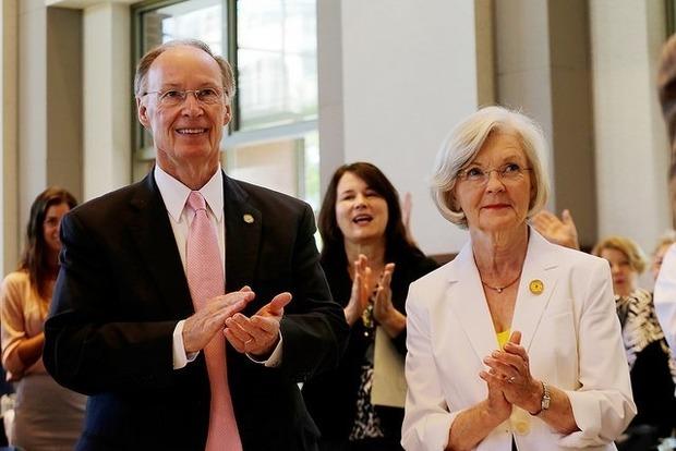 Американский губернатор ушел в отставку из-за любовницы