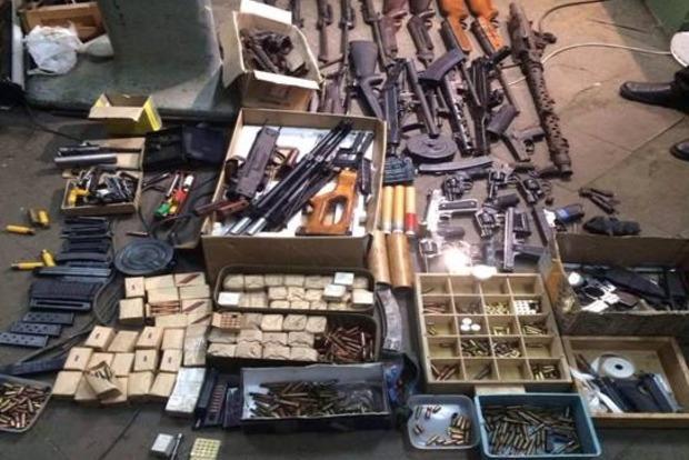 На Киевщине полиция задержала мужчину, который сбывал оружие в столице