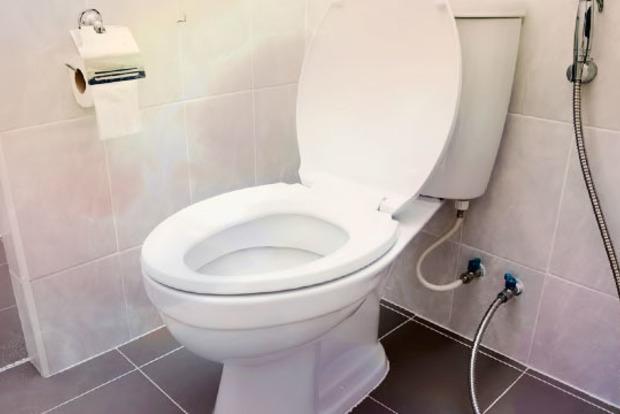 В Ростове пенсионер просверлил пол и ходил в туалет на голову соседям