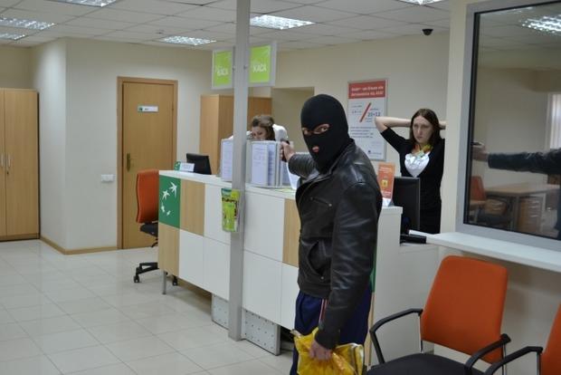 Под Одессой трое мужчин совершили вооруженное ограбление банка