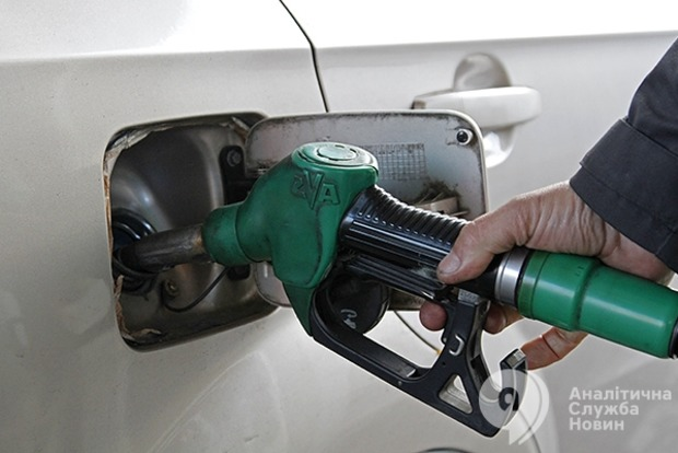 Бензин и дизтопливо в феврале подорожают еще почти на 1 грн - эксперт