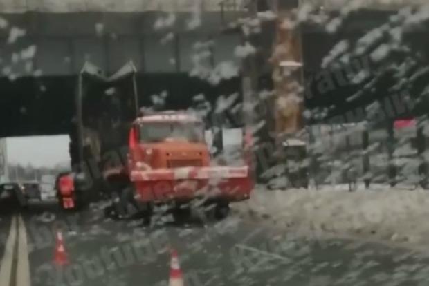 Грузовики продолжают делать траффик на киевских дорогах