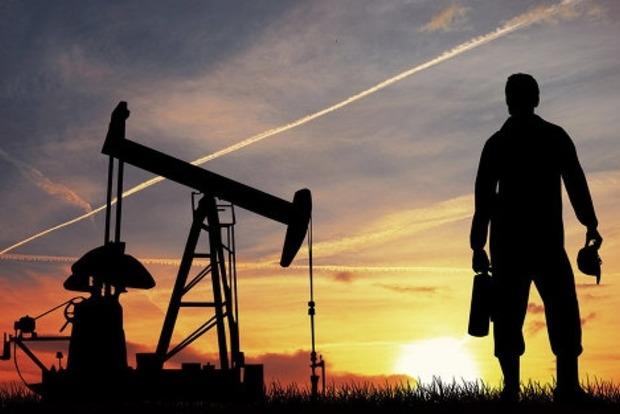Яценюк предлагает запретить покупать нефтепродукты у России