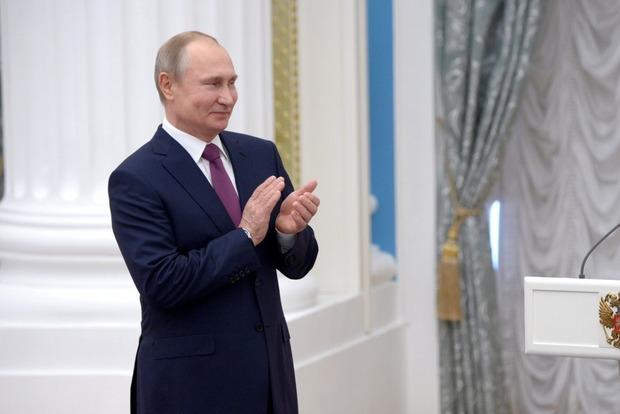 Путин поздравил с 9 мая всех украинцев, кроме Порошенко