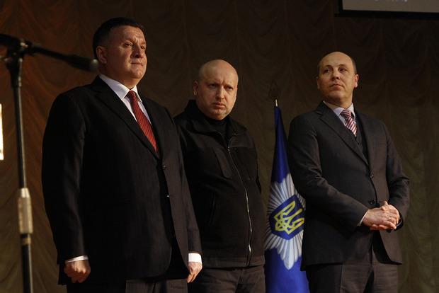 Виллой Авакова и досрочными выборами окружение президента запугивает Яценюка – политолог