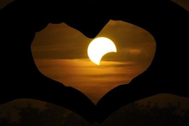 Знаки Зодиака, которым лунное затмение в июле принесёт любовь