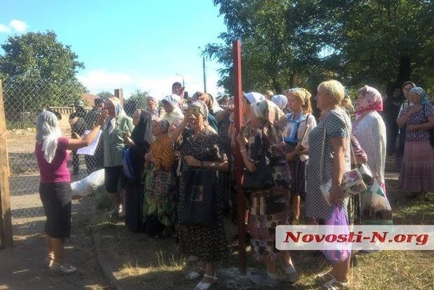 В Николаеве произошла драка между верующими МП и активистами, пытавшимися помешать строительству храма