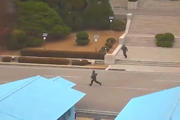 Домережі потрапило відео втечі солдата КНДР у Південну Корею