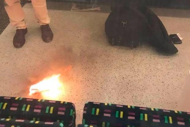 Загоревшаяся зарядка от смартфона спровоцировала панику в лондонском метро
