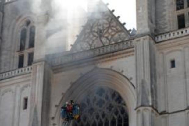 Во Франции снова горит собор