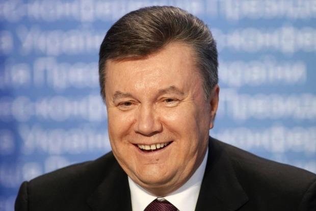 Януковича хотят допросить в Межигорье возле страусов, которые «соскучились»