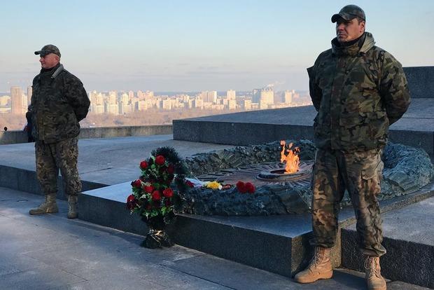 «Киевгаз» выставил охрану возле Вечного огня в Киеве