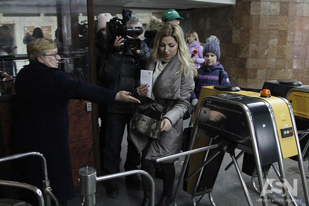 Стих Шевченко - за проезд. Столичное метро ярко отметило день рождения Кобзаря