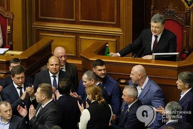 Президент предупредил депутатов, что будет ветировать инициативы против безвиза с ЕС