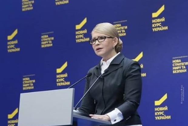 Она экономит. Тимошенко вышла в свет в туфлях 8-летней давности
