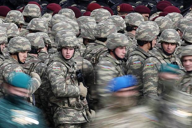 Президенты Азербайджана и Турции приняли в Баку военный парад, посвященный завершению военных действий в Карабахе (ФОТО)