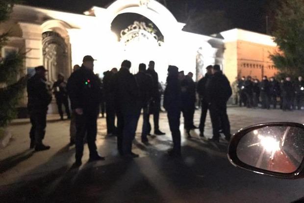 «Автомайдан» приехал к резиденции Порошенко