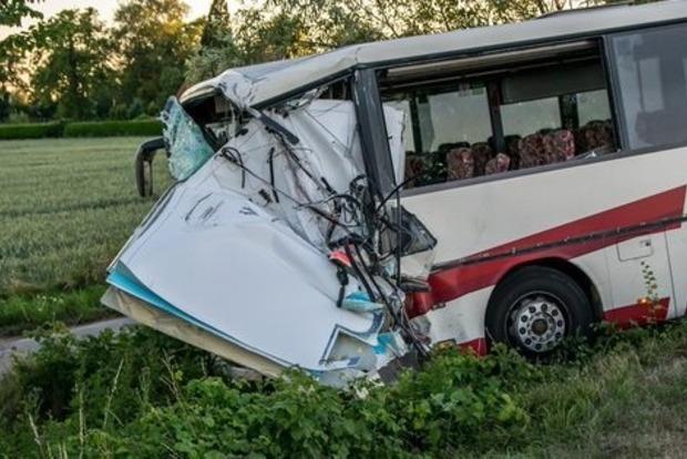 В Германии автобус с детьми врезался в скорую, 46 пострадавших