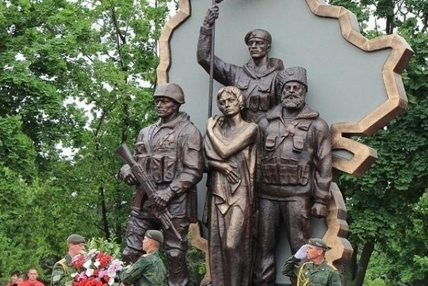 Вцентре Луганска неизвестные пытались подорвать монумент «Они стояли заРодину»