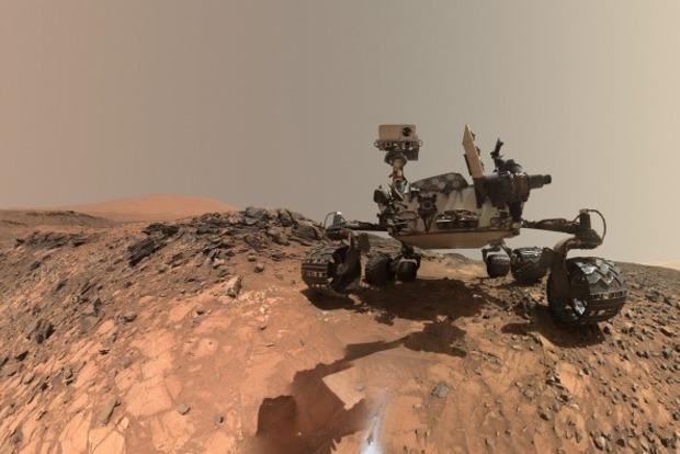 Curiosity обнаружил на Марсе фиолетовые камни
