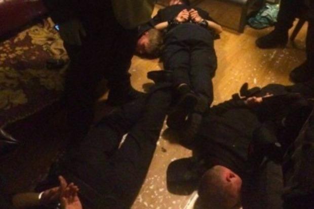 В Киеве задержали банду полицейских, которые грабили граждан на ж/д вокзале