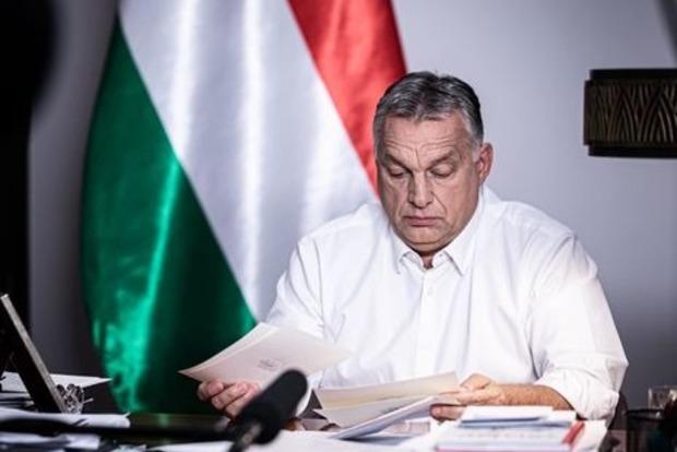 Правительство Венгрии планирует комендантский час с 20 вечера и запретить собрания