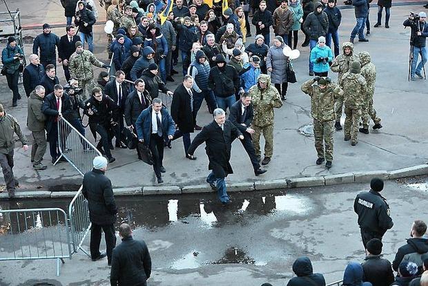 Побег Порошенко. Появилась новая версия скандального фото из Житомира