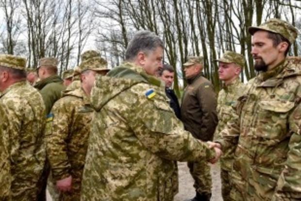 Порошенко пообщался с бойцами добровольческих батальонов