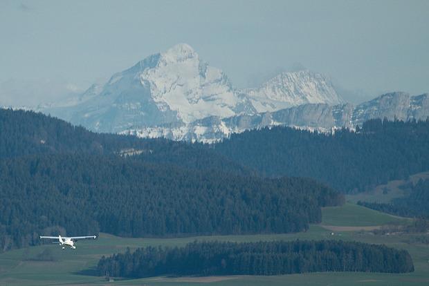 Много жертв. В швейцарских Альпах самолет врезался в гору
