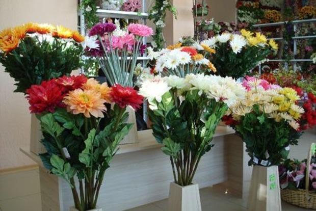 Как искусственные цветы влияют на энергетику дома