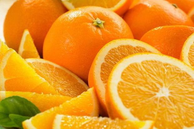 Маленькие, коричневые. В Украину завезли апельсины с личинками
