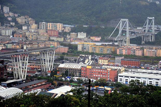 Под завалами моста в Генуе могут оставаться до 20 человек