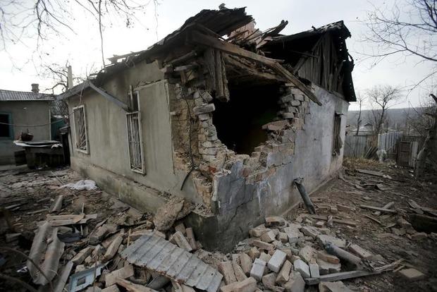 При обстреле Марьинки ранен мирный житель