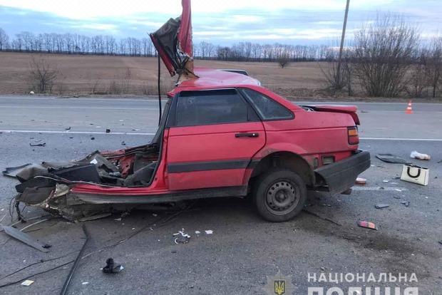 Машину разорвало пополам: в Винницкой области произошло смертельное ДТП