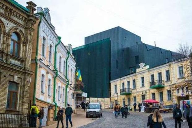 Киевсовет рассмотрит петицию о сносе нового фасада Театра на Подоле