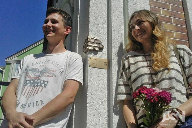 Крошечный памятник кирпичу появился в Киеве. И его еще надо найти