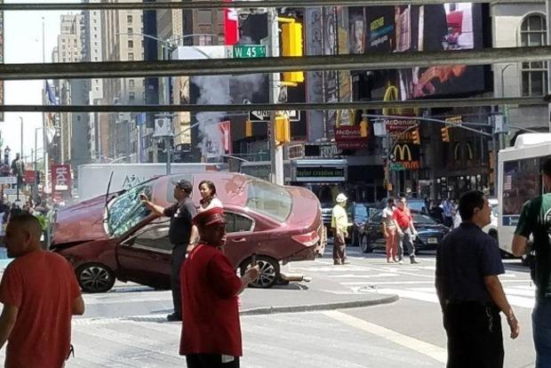 Появилось видео с места наезда автомобиля на пешеходов в Нью-Йорке