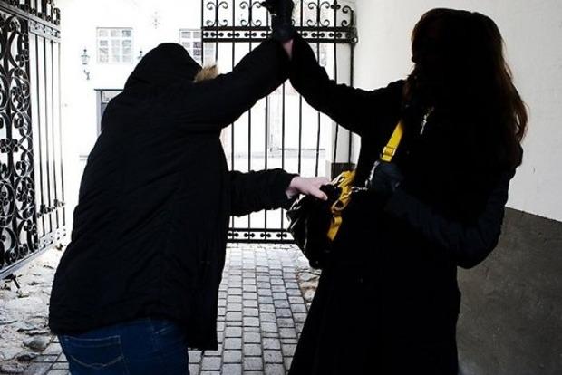 После нападения на беременную женщину в Киеве был задержан серийный грабитель