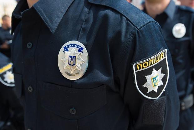 В Киеве убегающий от полиции грабитель на мопеде влетел в отбойник
