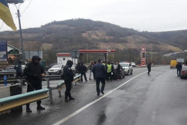 На границе Закарпатья и Львовщины задержали 29 лыжников с битами, ножами и наркотиками