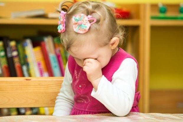 Дитина блює і трясеться від страху. У столичному дитсадку для особливих дітей - скандал