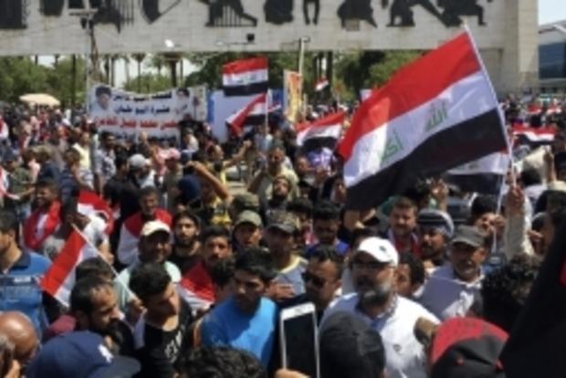 В Багдаде ввели режим ЧП из-за массовых протестов