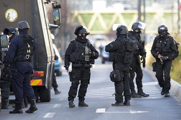 Парижская полиция задержала предполагаемых террористов