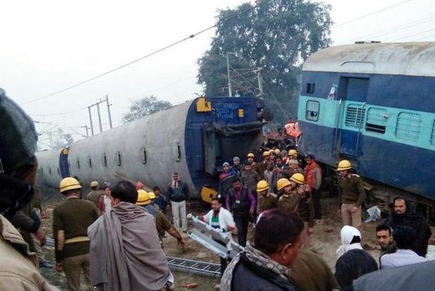 Крушение поезда в Индии: погибли 36 человек, 50 - ранены
